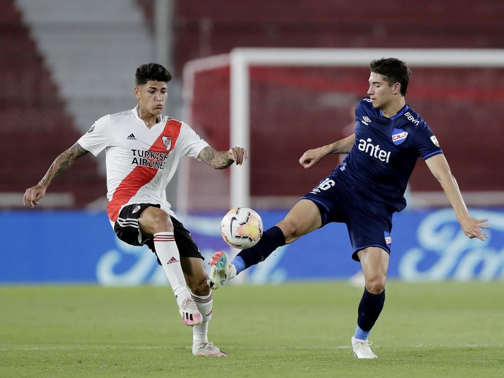 Emiliano Martínez, à direita, em jogo da Libertadores frente ao River Plate Foto: Juan Ignacio Roncoroni/Reuters