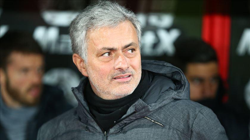 Mourinho in, Carvalhal out da Taça de Inglaterra