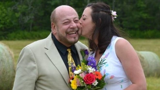 Pai da noiva é atingido por raio em pleno discurso