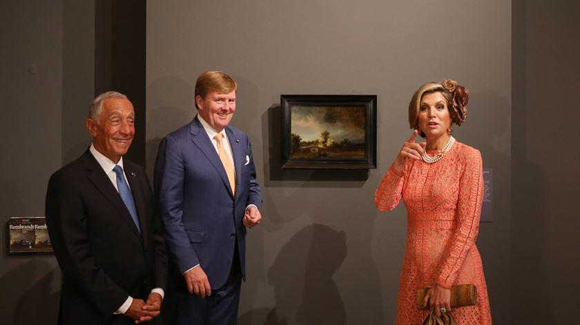 Rei Willem-Alexander e a Rainha Maxima, da Holanda, com o Presidente português. Foto: José Sena Goulão/ Lusa