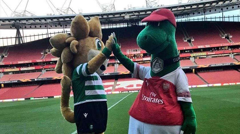 Amigos, mas só até ao apito inicial. Foto: Arsenal