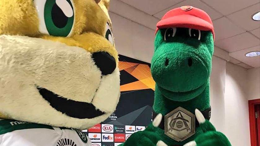 "Conferência de imprensa para ""Jubas"" e ""Gunnersaurus""?  Foto: Arsenal"