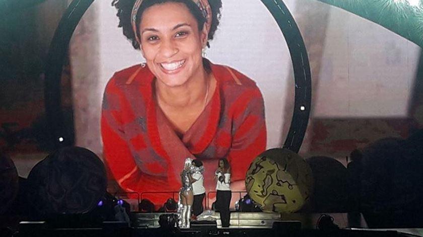 Katy Perry homenageia Marielle em concerto no Rio