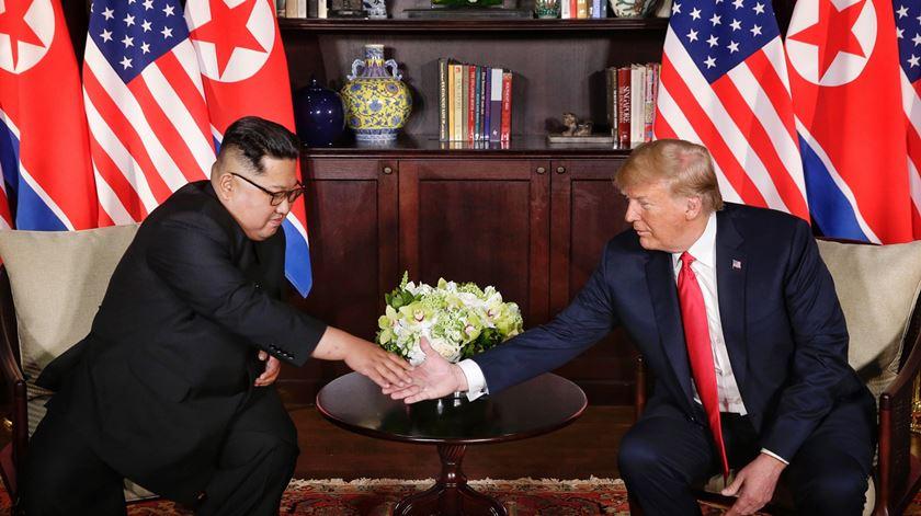"""Livro revela correspondência entre Kim Jong-un e Donald Trump em 25 cartas """"nunca divulgadas"""""""