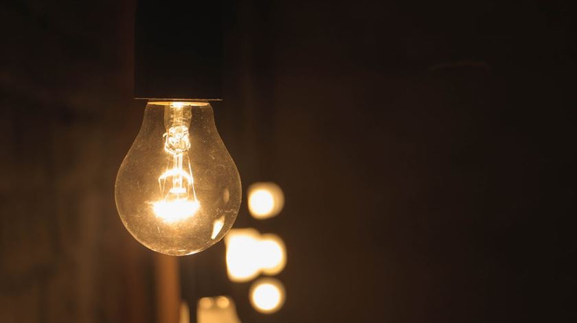 Paga-se mais pela eletricidade em Portugal do que na Alemanha ou em França
