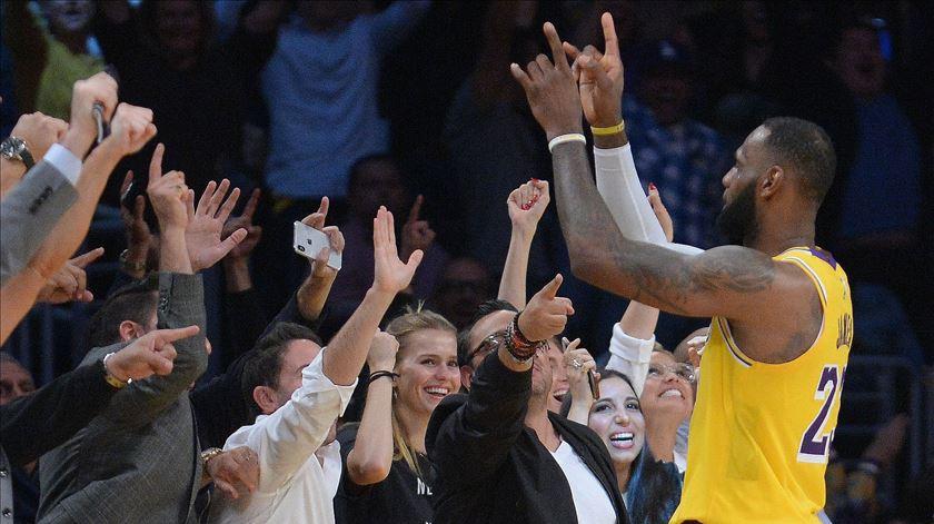 Apesar de ainda não ter vencido, LeBron James já conquistou os fãs dos Lakers. Foto: Gary A. Vasquez/Reuters