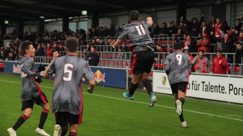Benfica fecha fase de grupos da Youth League com vitória
