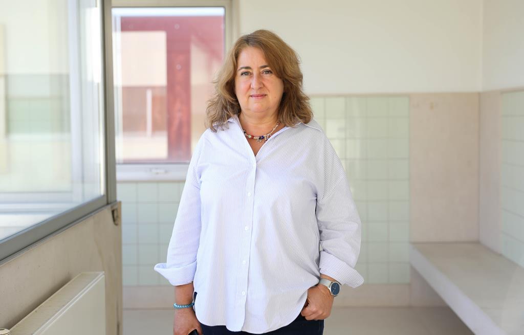 """Leonor Lima Torres coordenou o projeto """"Entre Mais e Melhor escola: A excelência académica na escola pública"""" , financiado pela Fundação para a Ciência e a Tecnologia (FCT). Foto: Inês Rocha/RR"""