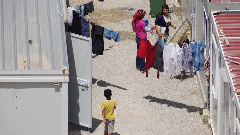Portugal vai receber até 60 crianças refugiadas vindas da Grécia nas próximas semanas
