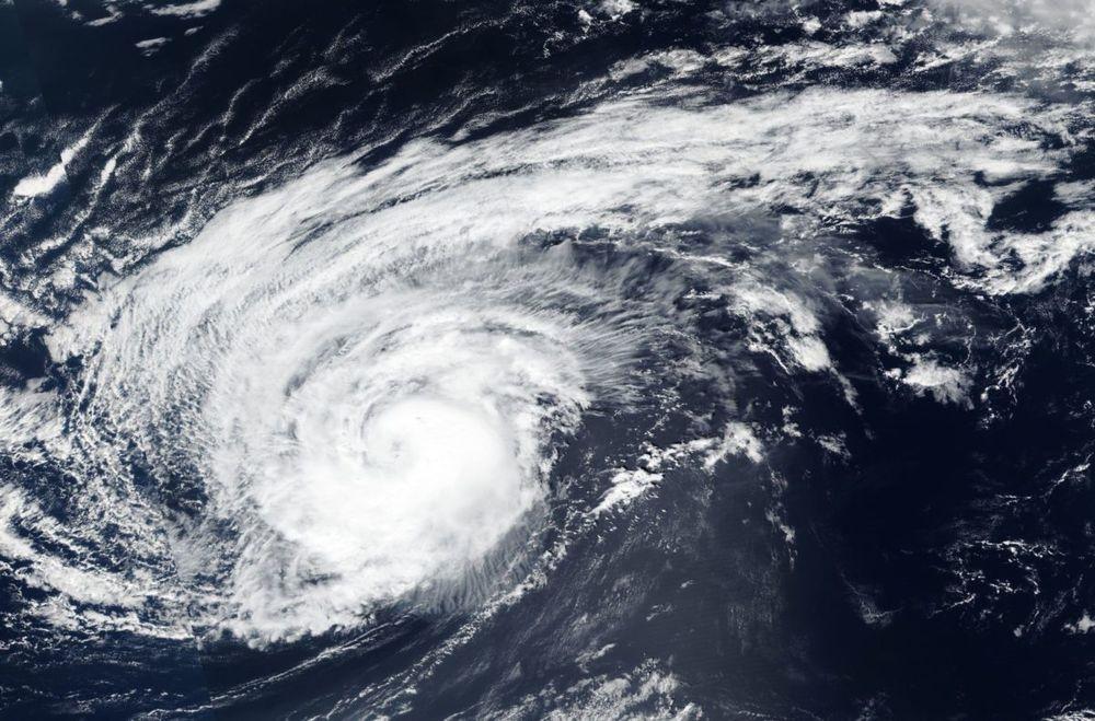 Imagem Do Furacao Leslie Captada Por Satelite Da Nasa Dia  De Outubro De  Foto Nasa Worldview
