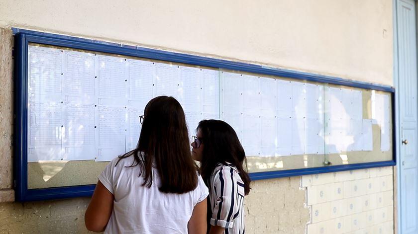 Os alunos (e o casal de professores) que fizeram do Liceu Camões a pública com mais notas 20