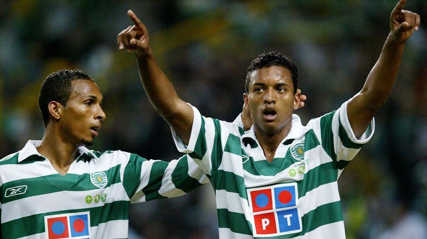 Nani festeja com Liedson, na primeira época como jogador do Sporting. Foto: Marcos Borga/Reuters