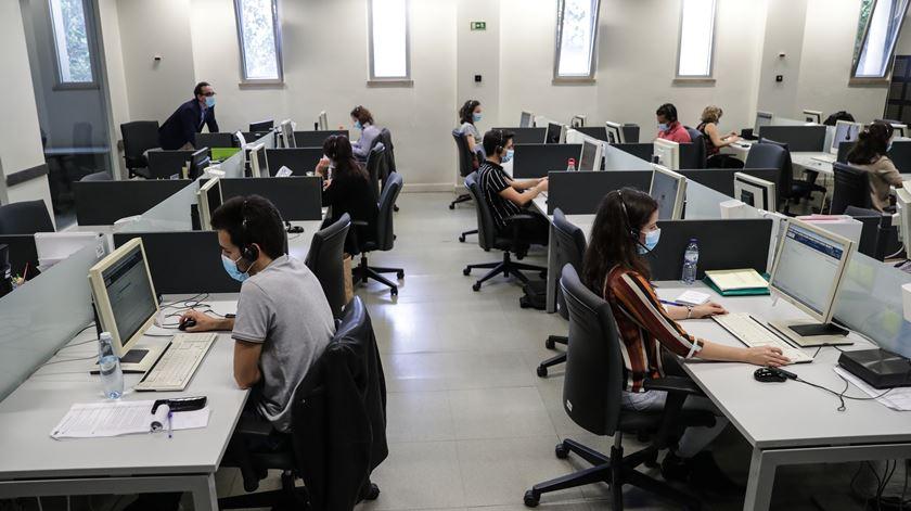 Linha espera passar as 381 mil chamadas telefónicas este mês. Foto: Lusa