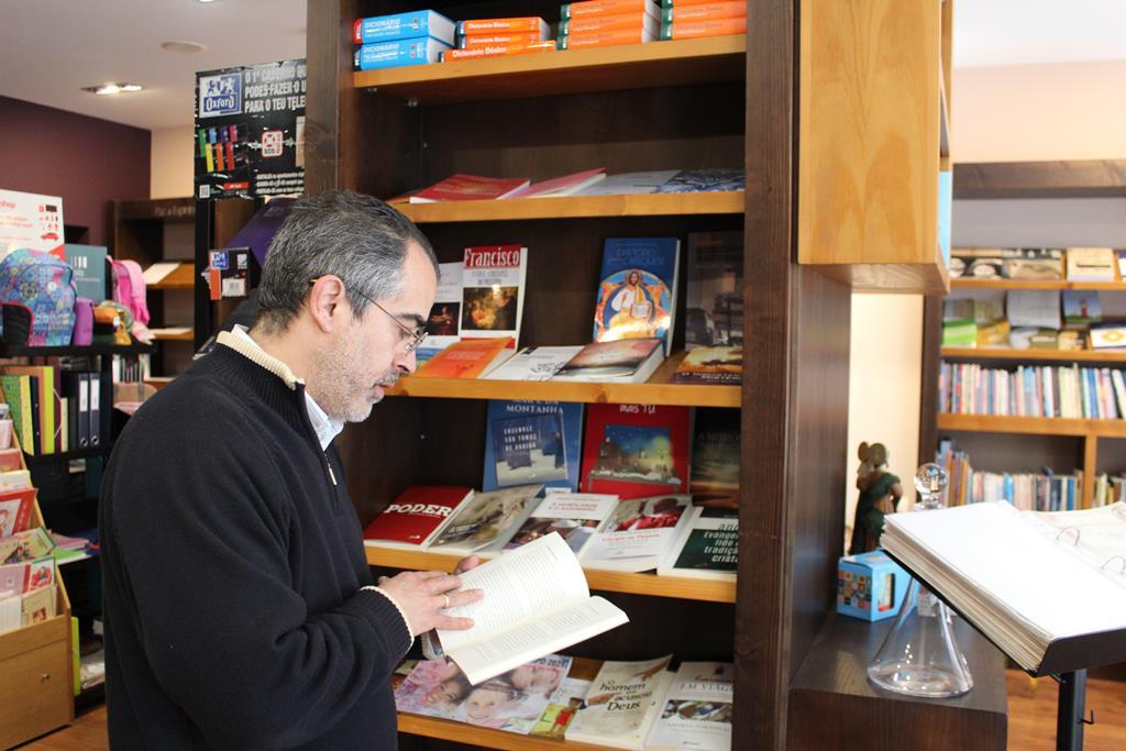 Galeria Paz de Esírito é a única livraria do concelho de Seia dedicada apenas a obras de cariz religioso. Foto: Liliana Carona/RR