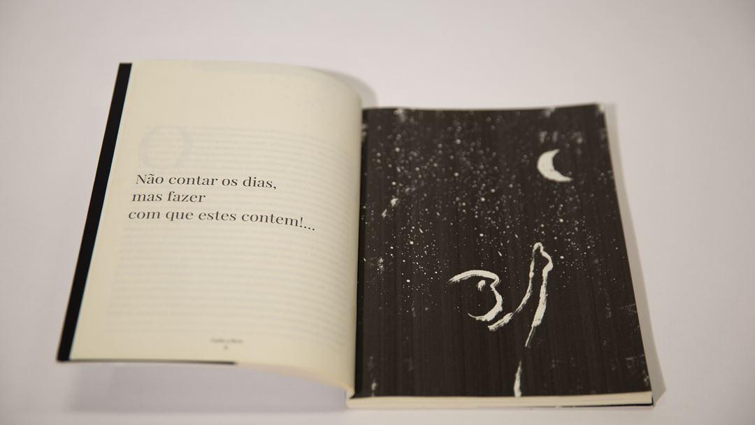 """""""Cuidar a Morte"""", da enfermeira Ana Ascensão, com ilustrações de Miguel Cardoso, reúne reflexões e histórias sobre a morte, vividas nos paliativos. Foto: Inês Rocha/RR"""