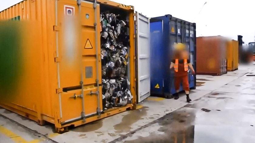 China fecha a porta. Lixo britânico despejado na Polónia