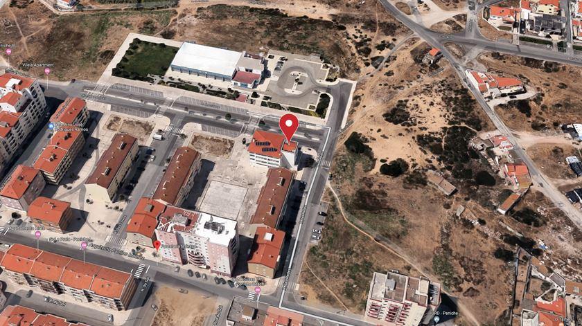 A explosão ocorreu na Rua dos Covos, junto à Piscina Municipal de Peniche. Imagem: Google Maps