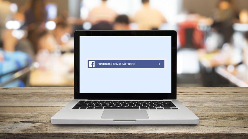 """Se usar o mesmo e-mail para o Facebook e para as outras aplicações, poderá estar vulnerável, mesmo que não use o botão """"Entrar com o Facebook"""""""