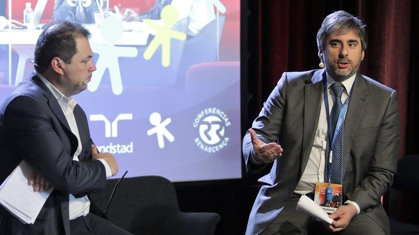 Jornalista José Pedro Frazão e Pedro Lomba na Conferência Renascença e Randstad. Foto: Daniela Espírito Santo/RR