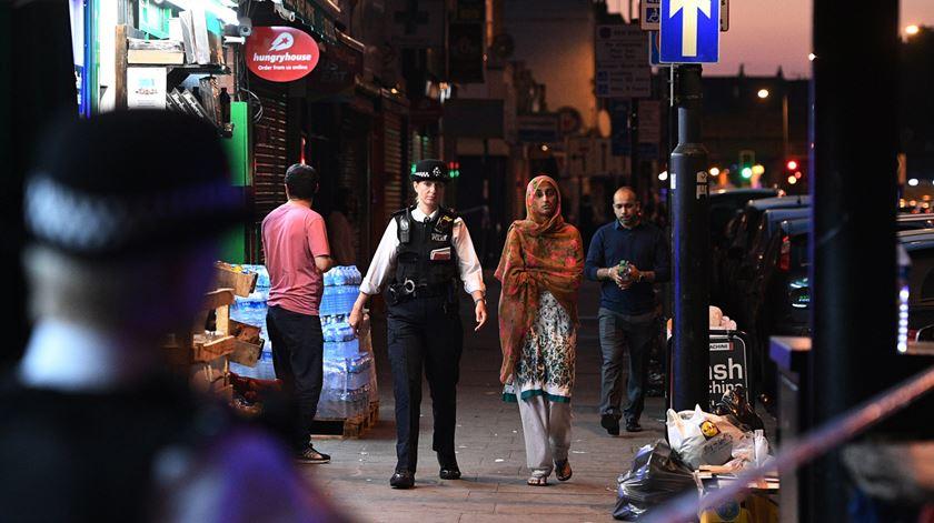 Atropelamento faz um morto e 10 feridos junto a mesquita de Londres