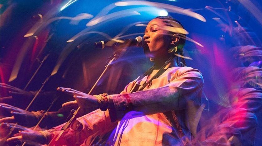 Luedji Luna é uma promissora cantora e compositora de Salvador da Bahia.