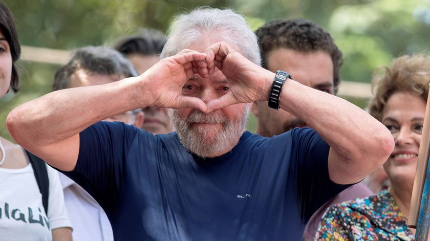 Adiado julgamento sobre pedido de libertação do ex-Presidente Lula