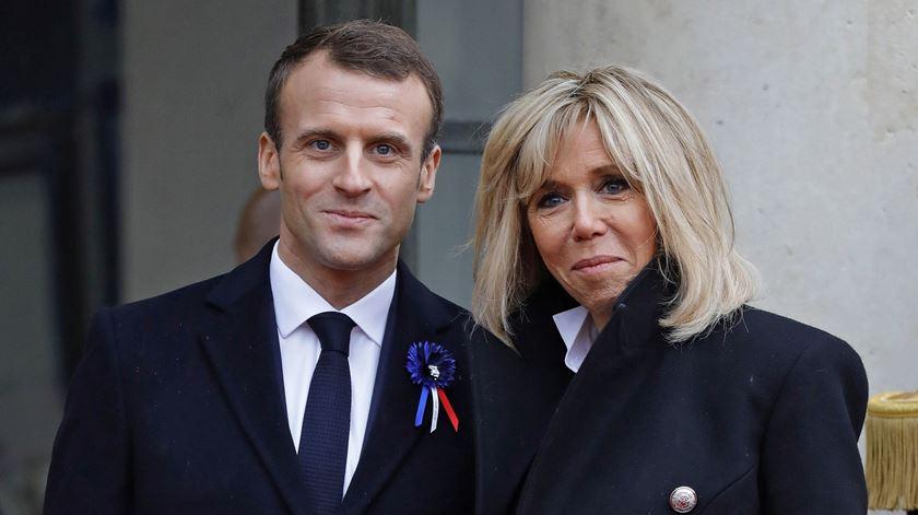 """Macron critica Bolsonaro: comentário sobre primeira-dama foi """"extremamente desrespeitoso"""""""