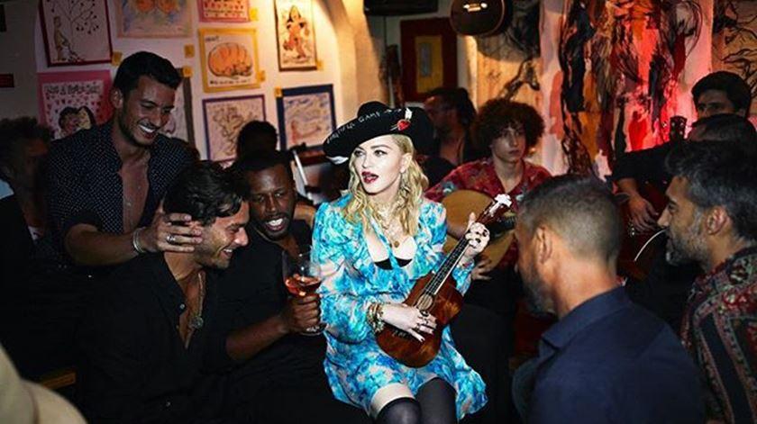 Madonna, numa casa de fados. Foto: Vogue Itália.