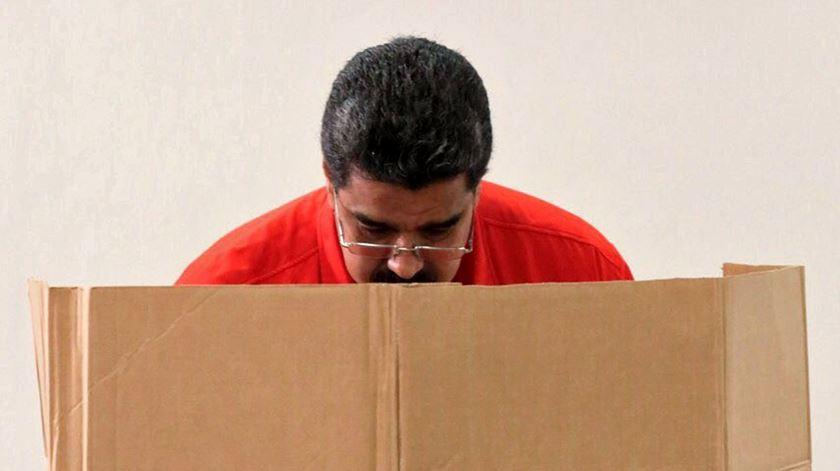 """""""Nicolás Maduro foi escolhido a dedo por Chávez, era seu vice-presidente"""", relembra Michael Coppedge. Foto: EPA"""