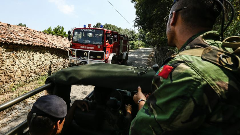 Mais de dois mil militares prontos para apoiar combate a incêndios