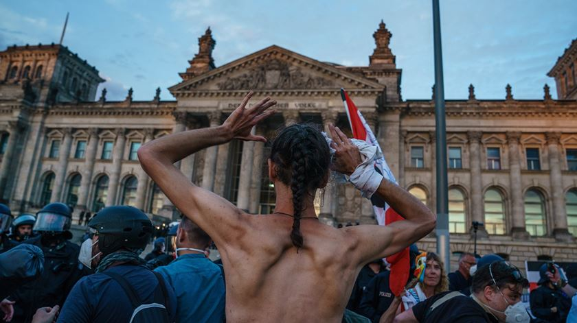 """Governo alemão considera """"inaceitáveis"""" incidentes em manifestação de Berlim"""
