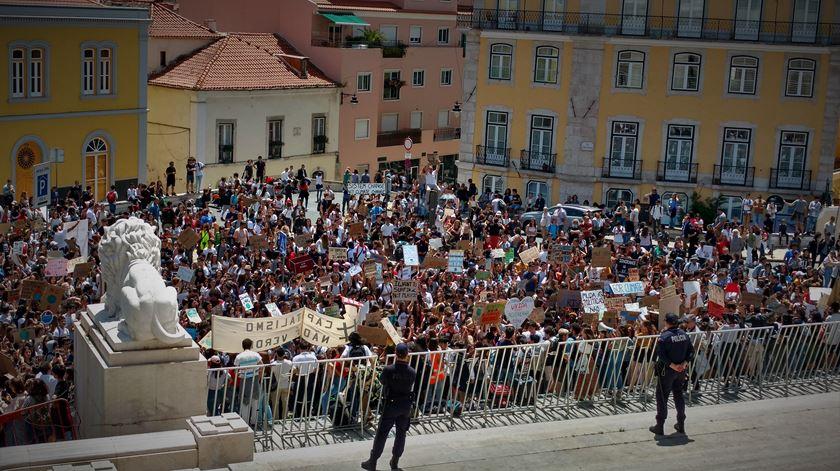 No largo em frente à Assembleia da República. Foto: Cristina Nascimento/RR