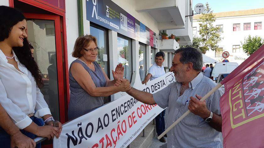 Manifestação contra fecho das CTT em Fornos de Algodres. Foto: Liliana Carona/RR