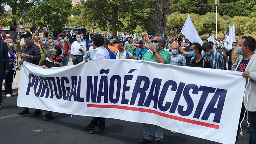 Centenas de pessoas desfilam em Lisboa na manifestação do Chega