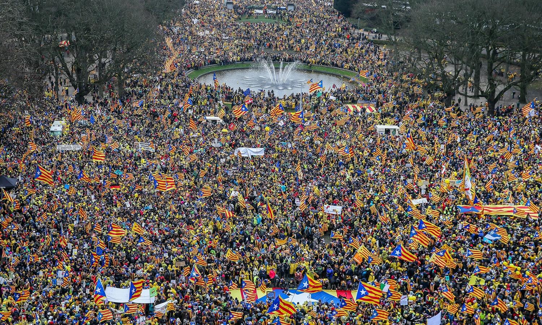 Independentistas fazem manifestação em Bruxelas contra a UE — Catalunha