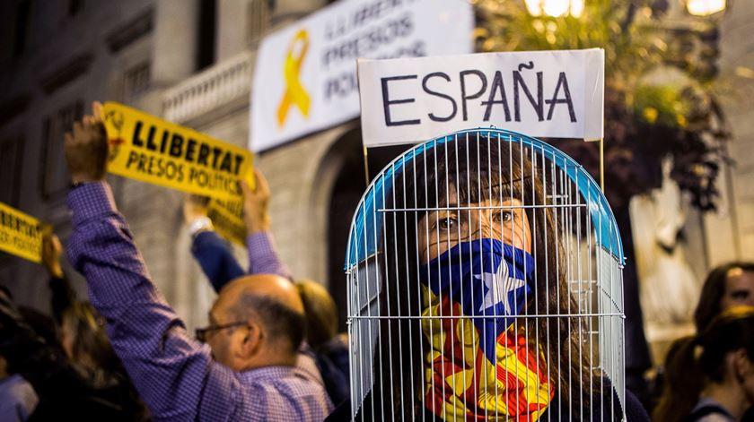 Catalunha. Milhares de pessoas pedem libertação de ex-ministros