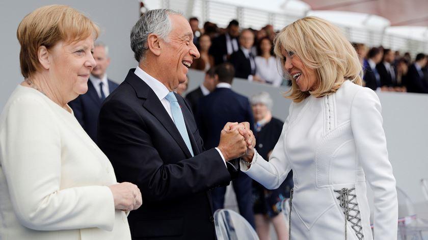 Marcelo Rebelo de Sousa e a primeira-dama francesa, Brigitte Macron. Foto. AP Pool