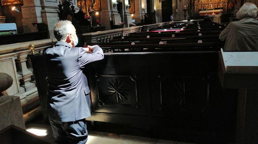 O périplo de Marcelo Rebelo de Sousa pelas Igrejas (com fiéis)