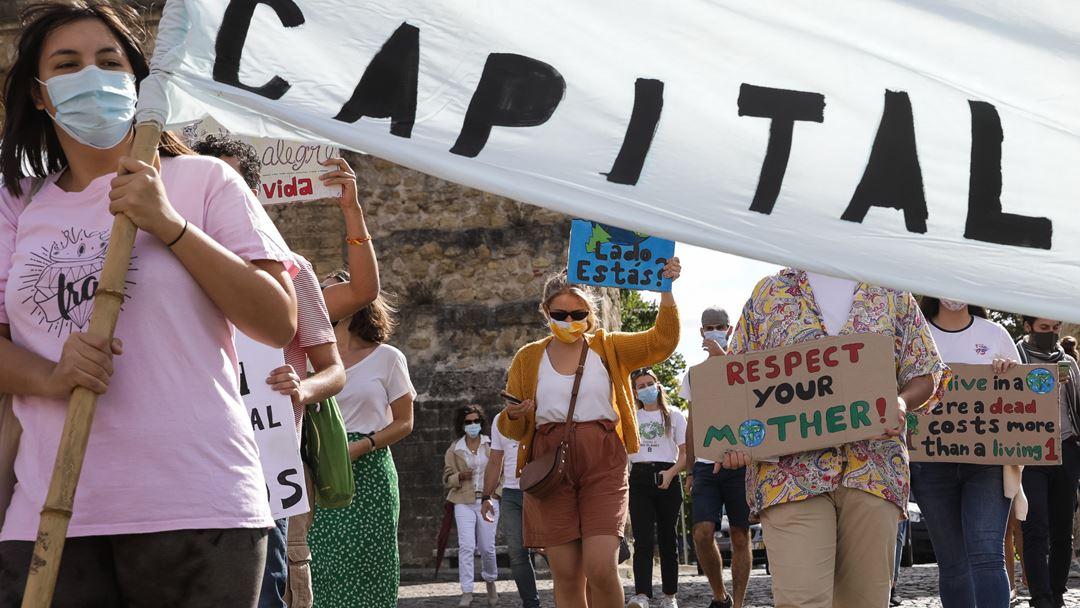 As chamadas greves climáticas estudantis, que atraem sobretudo as gerações mais jovens, têm acontecido no mundo inteiro. Foto: Paulo Novais/Lusa