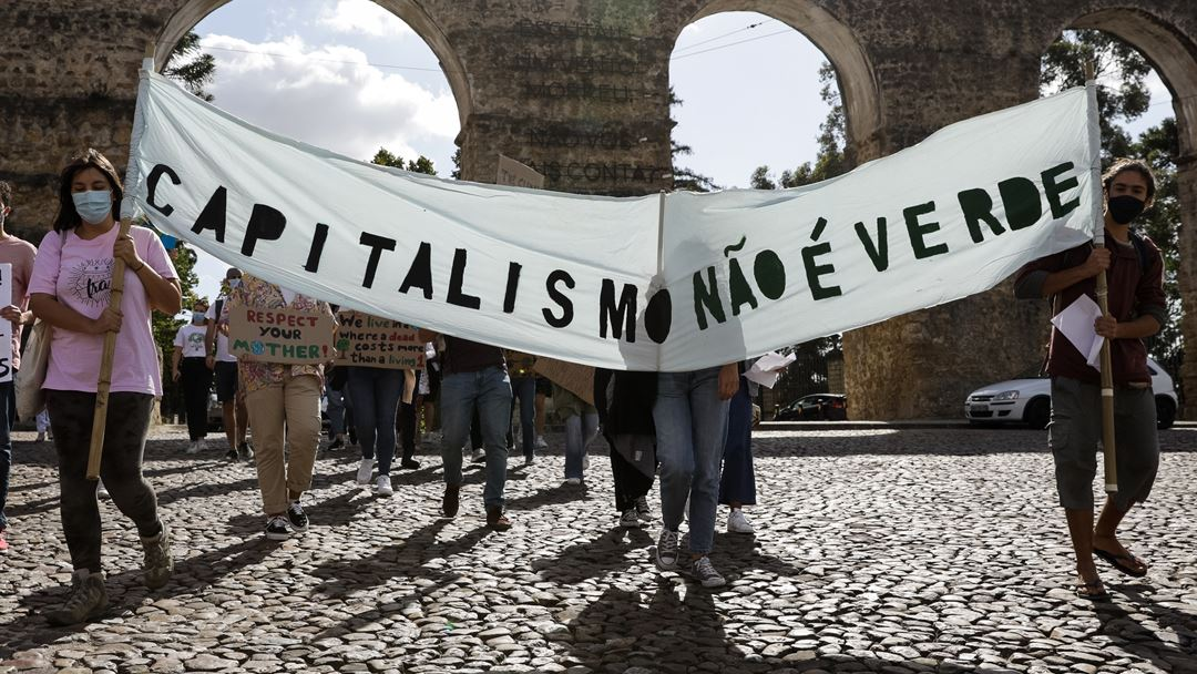 """Primeiras marchas globais pelo clima foram inspiradas pelas """"Fridays for Future"""", iniciadas por Greta Thunberg com uma greve às aulas por semana. Foto: Paulo Novais/Lusa"""