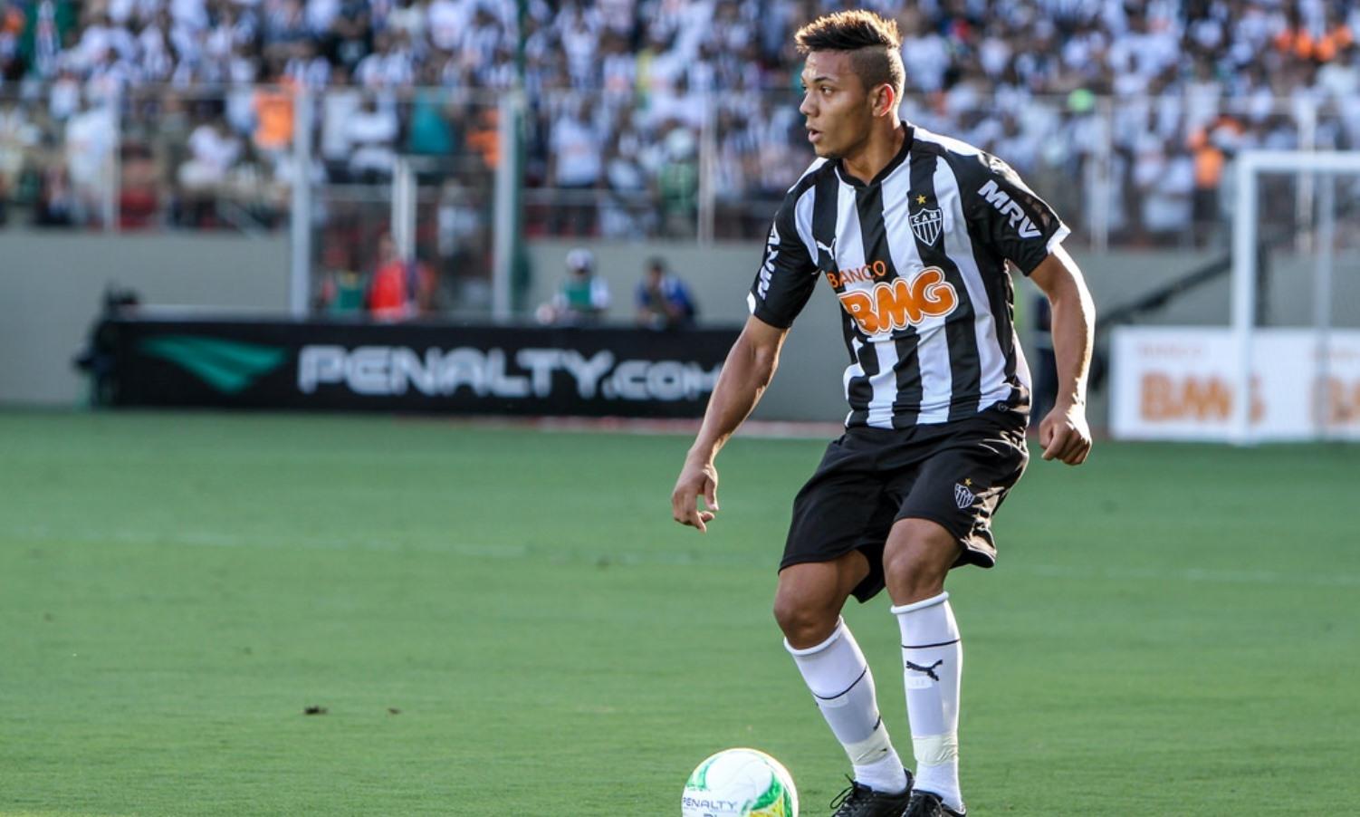 Marco Túlio em Lisboa para assinar pelo Sporting