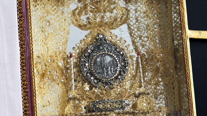 Um detalhe do presente que Maria Teresa Mendes ofereceu ao Papa. Foto: Inês Rocha/RR