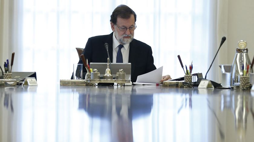 Rajoy vai demitir governo catalão e convocar eleições regionais