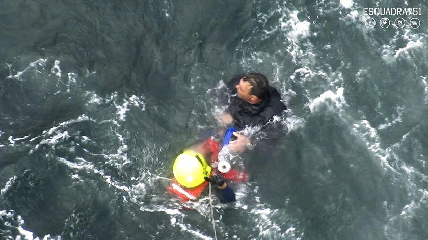 Imagens do salvamento do naufrágio em Espinho