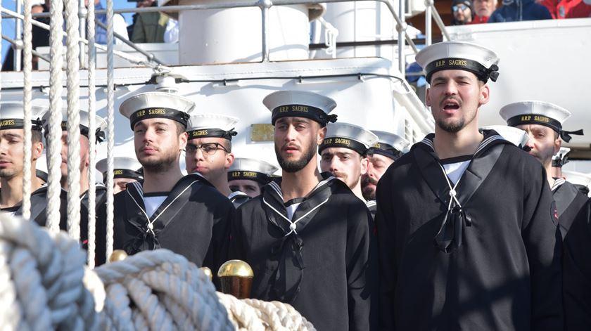 """Promovidos por engano. Militares da Marinha recebem """"prenda de Natal envenenada"""""""