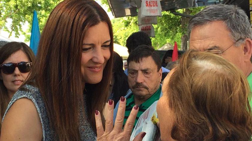 """Marisa Matias defende """"linha divisória muito clara entre liberais e socialistas"""" - Reportagem de Isabel Pacheco"""