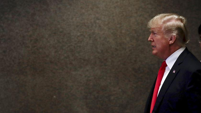 Ex-conselheiro de segurança de Trump revela contactos com Rússia e implica genro de Trump
