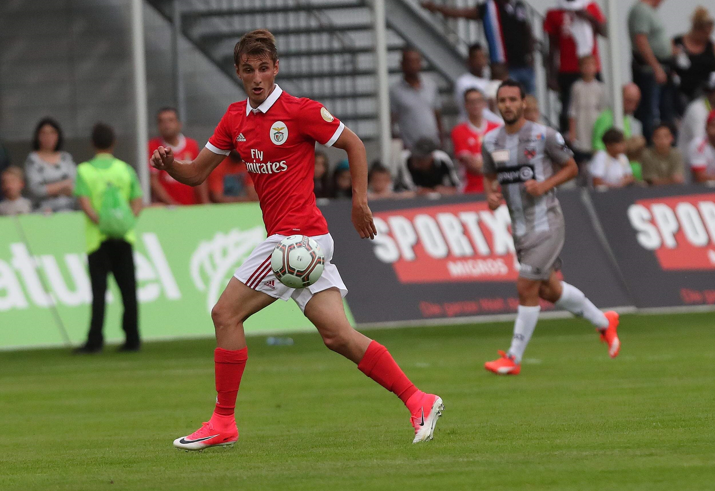 Benfica: Douglas e Gabigol inscritos na LC, Krovinovic e Chrien de fora