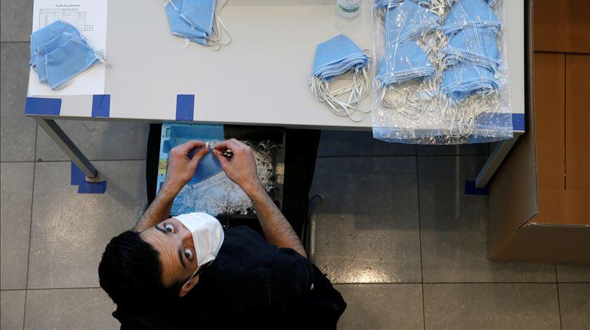 Falta de certificação em cerca de três milhões de máscaras encomendadas pelo Governo. Foto: Pascal Rossignol/Reuters