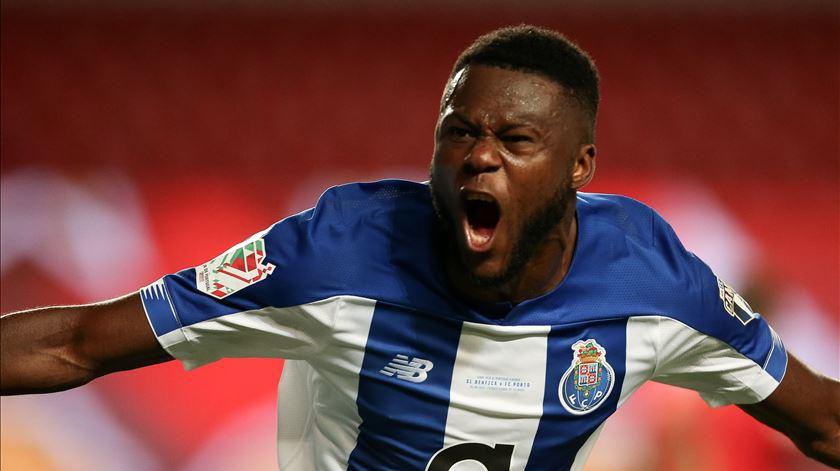 FC Porto conquista Taça de Portugal nas asas de Mbemba